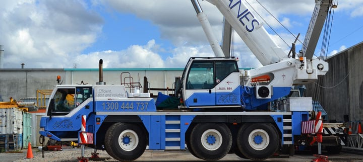 Side View Of 35T All Terrain Cranes